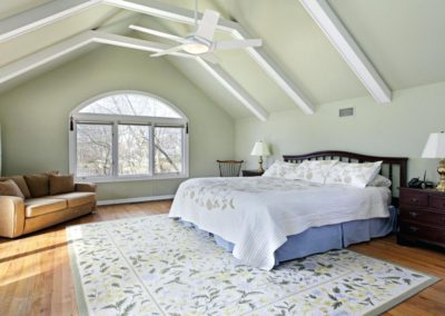 vaulted-ceilings-101-pros-cons-and-inspirational-exlespaint-ideas-for-living-room-with-cathedral--painting-ceiling-beams